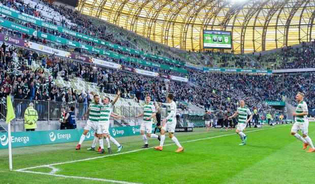 Lechia Gdańsk do końca sezonu w ekstraklasie rozegra trzy mecze przed własną publicznością. Klub zdecydował, że na te pojedynki ceny biletów normalnych obniży o połowę.