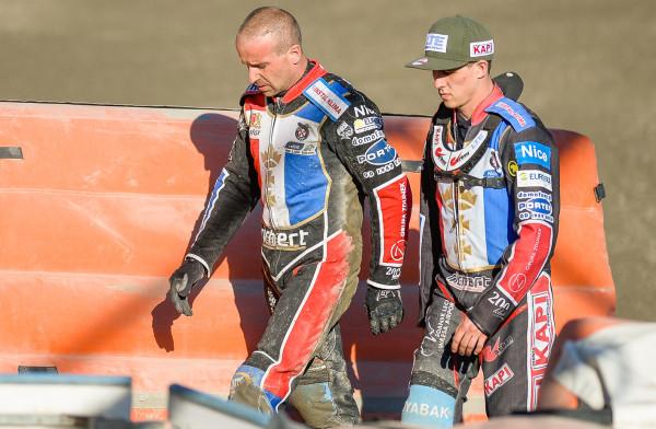 Michał Szczepaniak (z lewej) i Oskar Fajfer (z prawej) w meczu z Motorem zawiedli na całej linii. Czy Wybrzeże znajdzie im konkurenta w walce o miejsce w składzie?