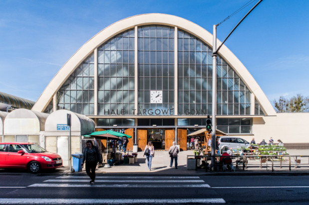 Zdaniem społeczników otwarcie hal targowych w niedziele mogłoby ożywić centrum Gdyni.