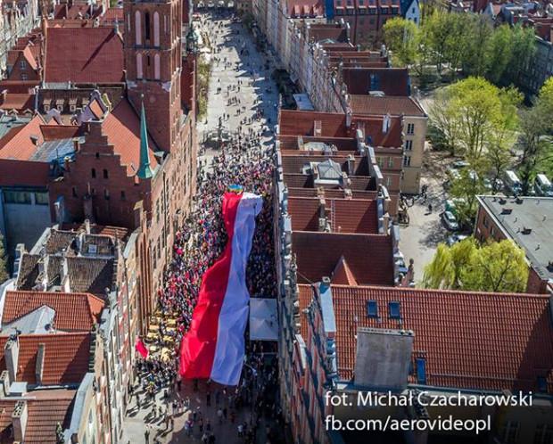 W manifestacji udział wzięło ok. 1,5 tys. osób.