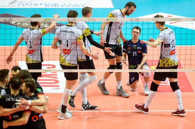 Skończona zwycięska seria Trefla Gdańsk, która zaczęła się 22 stycznia. Jastrzębski Węgiel lepszy w Gdynia Arena. W niedzielę, w tej samej hali tylko ta drużyna, która wygra, zachowa szansę na medale.