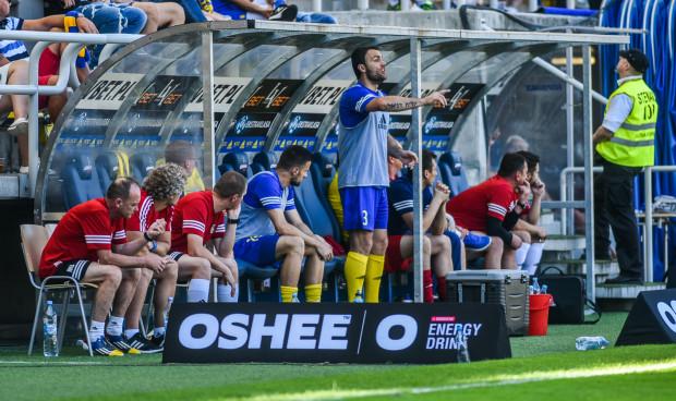 Krzyszof Sobieraj (nr 3) był w ubiegłym roku kapitanem Arki Gdynia w najważniejszych meczach: w finale Pucharu Polski, Superpucharze oraz w Lidze Europy. W nowy sezonie może znaleźć się w sztabie trenerskim, jeśli w Gdyni zostanie Leszek Ojrzyński.