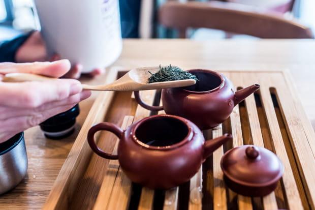 Jeśli chcemy odkrywać herbatę, musimy pić liściastą. O tej w torebkach możemy zapomnieć.