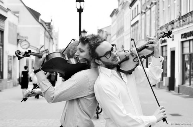 W Oliwskim Ratuszu Kultury, 12 maja o godz. 19, posłuchamy znakomitego duetu smyczkowego Duo del Gesu, który tworzą skrzypek Arnaud Kaminski i altowiolista Krzysztof Tymendorf.