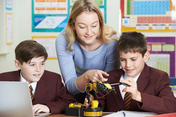 Szkoła podstawowa to dla wielu rodziców najważniejszy etap edukacji.