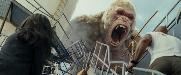 """""""Rampage"""" z pewnością nie jest pozycją dla widzów poszukujących w kinie ciekawie poprowadzonej opowieści w oparciu o logiczny scenariusz. """"Dzika furia"""" będzie z kolei dziką przyjemnością dla miłośników niepohamowanej akcji i efektów specjalnych, które miejscami naprawdę wgniatają w fotel."""