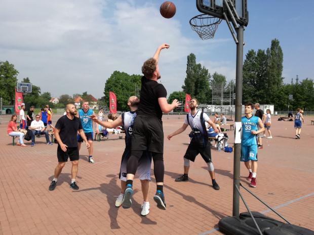 Rozpoczęcie sezonu koszykówki ulicznej z Gdańskim Ośrodkiem Sportu stało się już tradycją.
