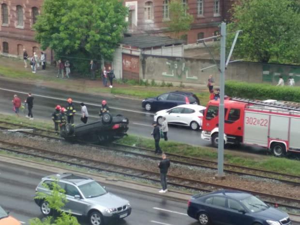 Według czytelników - kierowca zbiegł z miejsca zdarzenia z torbą w ręku.