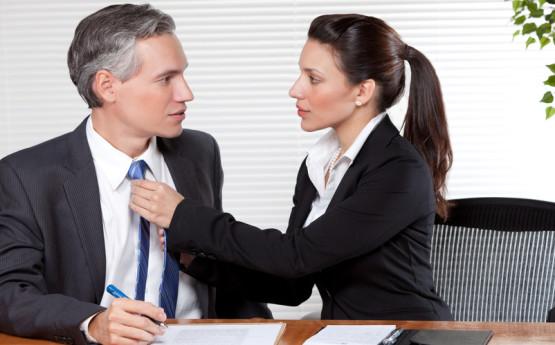 Flirt w pracy - uskrzydla czy przeszkadza?