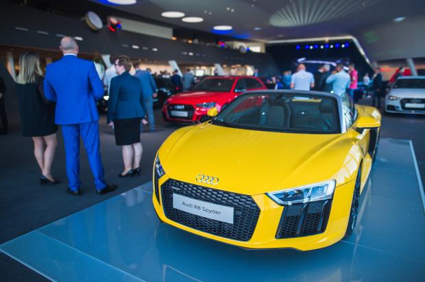 Jedną z gwiazd wieczoru było żółte Audi R8 Spyder.