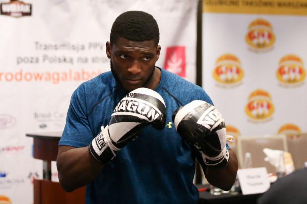 Izu Ugonoh w dziwnych okolicznościach odniósł 18 zwycięstwo na zawodowym ringu.