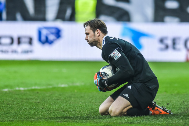 Mimo wysokich ocen za występy w Arce Gdynia Pavels Steinbors nie znalazł się w najlepszej trójce bramkarzy ekstraklasy i nie otrzymał kolejnego powołania do reprezentacji Łotwy.