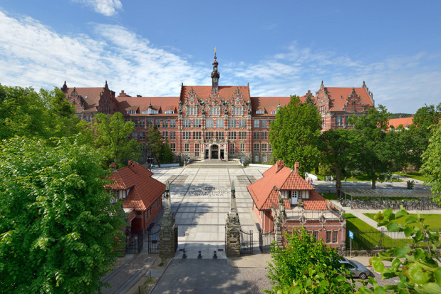 Wyższą pozycję w porównaniu do ubiegłorocznego zestawienia zajęła Politechnika Gdańska - 9 miejsce.
