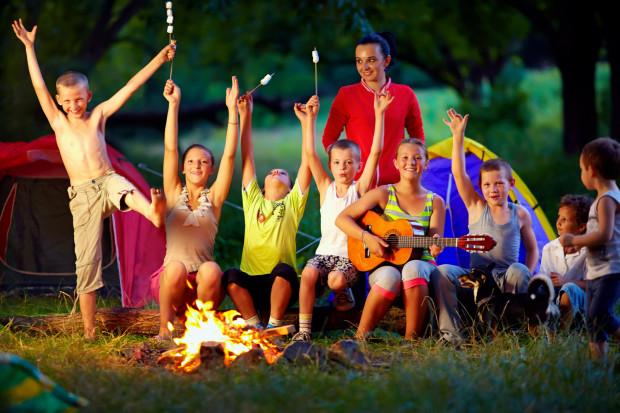 Odpowiedzialność za bezpieczne i udane wakacje spoczywa na barkach organizatora. Dlatego rodzice muszą mieć pewność, że wybrane przez nich obozy lub kolonie są godne zaufania.