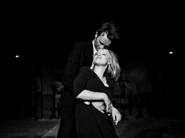 """""""Zimna wojna"""" to subtelnie wyważona opowieść o trudnej i wymagającej poświęceń miłości, w której przewijają się elementy socrealistycznego musicalu, dekadenckiego romansu, klimatycznego kina noir i społecznego dramatu szkalującego totalitarne systemy władzy."""