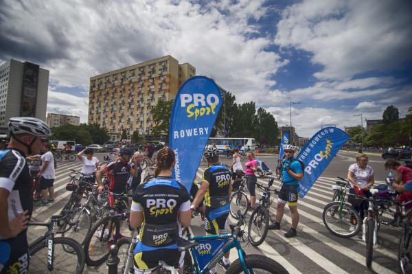 W ubiegłorocznej edycji udział wzięło kilkanaście tysięcy rowerzystów.