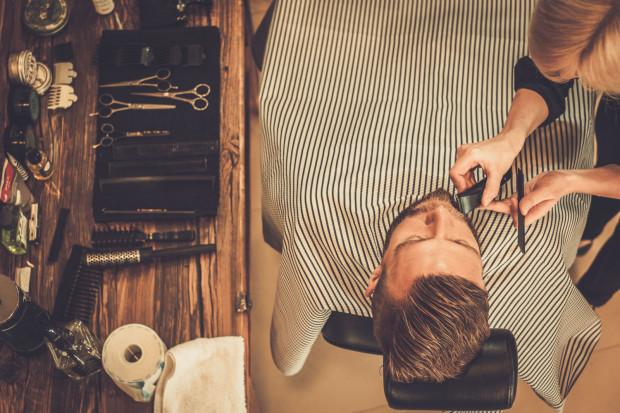 Regularne wizyty u barbera sprawią, że broda utrzyma odpowiedni kształt.