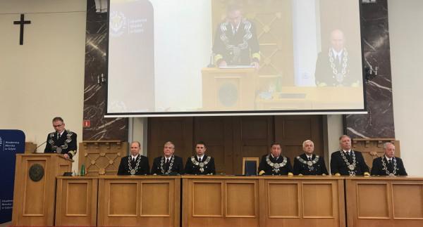 98. rocznicę powstania Akademii Morskiej uczczono podczas uroczystego posiedzenia senatu.