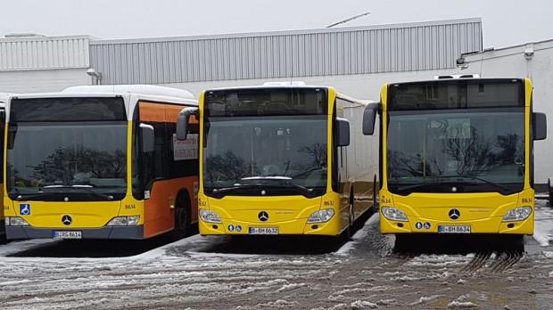 GAiT kupił w tym roku 14 dziewięcioletnich Mercedesów z Niemiec (nz. jeden z nich po lewej), które mają zaledwie dwie pary drzwi. W Niemczech takie rozwiązanie się sprawdza, ponieważ rozkłady są tak ułożone, by w autobusie nie było tłoku, a każdy pasażer posiadał miejsce siedzące.