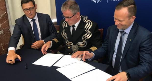 Przy okazji podpisano także umowę o współpracy z Zarządem Morskiego Portu Gdańsk.