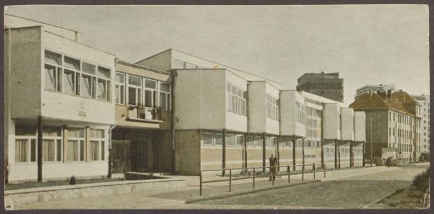 Gmach Szkoły Podstawowej nr 67 wkrótce po oddaniu do użytku. Rok 1963.