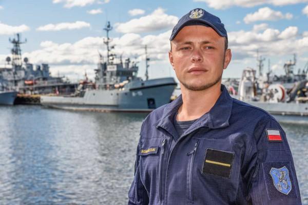 Starszy marynarz Konrad Romańczuk od sześciu lat służy w Brzegowej Grupie Ratowniczej w Dywizjonie Okrętów Wsparcia.