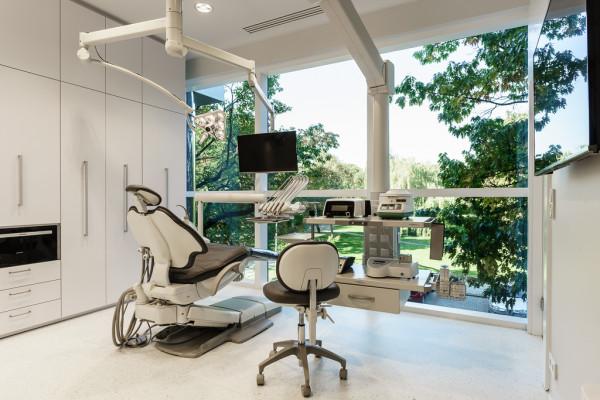 Obecnie kliniki stomatologiczne oferują szeroki zakres usług z medycyną estetyczną włącznie.