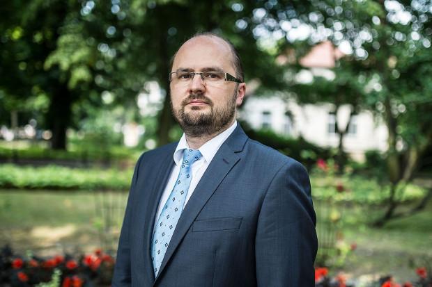 Piotr Meler już po raz trzeci startować będzie w wyborach na prezydenta Sopotu (wcześniej raz startował jako kandydat Ligi Polskich Rodzin, a raz jako kandydat PiS). Od trzech kadencji zasiada też w sopockiej radzie miasta.