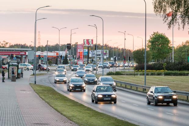Obecnie, aby legalnie dostać się rowerem na drugą stronę Złotej Karczmy, należy poruszać się po jezdni lub prowadzić rower przez przejście dla pieszych.