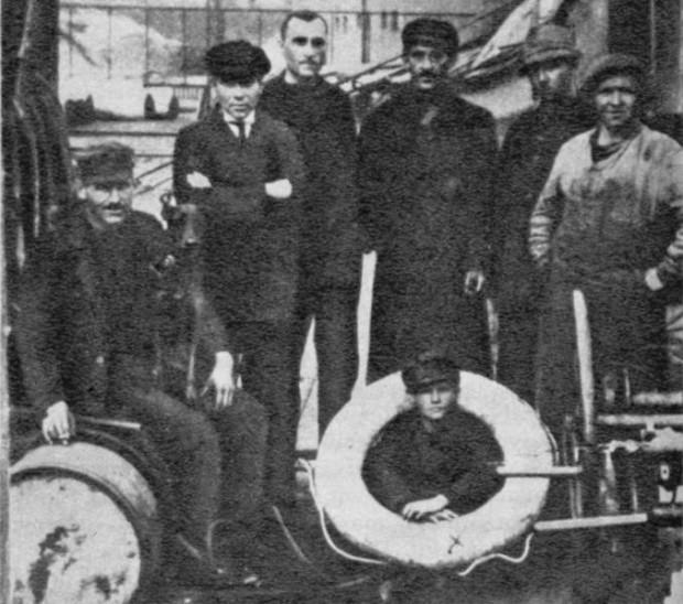 """Stefan Wesołowski jako chłopiec okrętowy na """"Gazolinie""""."""