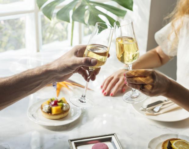 Kieliszek szampana do śniadania może nadać mu wyjątkowy charakter. Wiedzą o tym restauratorzy z Trójmiasta, którzy proponują pierwszy posiłek dnia w wykwintnej formie.