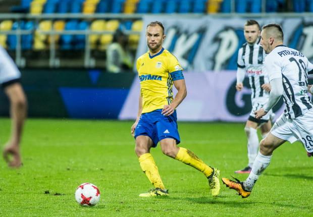 Antoni Łukasiewcz zakończył piłkarską przygodę z Arką na 107 oficjalnych meczach. Pomocnik nie podjął jeszcze decyzji czy to dla niego koniec kariery. Czeka na efekty rozmów z gdyńskim klubem, co do ewentualnej przyszłości w innej roli.