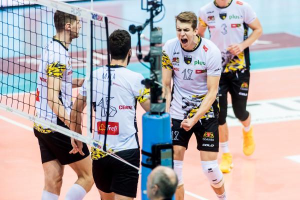 Artur Szalpuk (nr 12) zagra z reprezentacją Polski w turnieju finałowym Ligi Narodów. Procentuje forma wypracowana w Treflu Gdańsk.