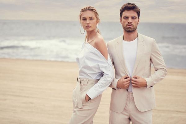 Letnie stylizacje powinny być zarówno modne, jak i komfortowe. W dominujących jasnych barwach znajdziemy propozycje znanych projektantów zarówno dla kobiet, jak i dla mężczyzn.