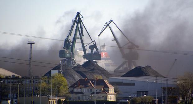 Pył węglowy pojawia się w centrum miasta w zależności od zmiennej aury. Najgorsza sytuacja jest, gdy wiatr wieje z kierunku północnego.