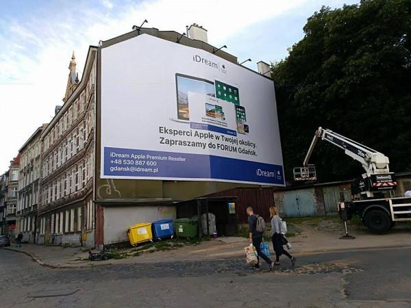 Nielegalne reklamy mają się dobrze, kilka dni temu pojawiła się nowa na ścianie budynku na Biskupiej Górce. Kara za jej wywieszenie powinna wynieść ok. 30 tys. zł miesięcznie.