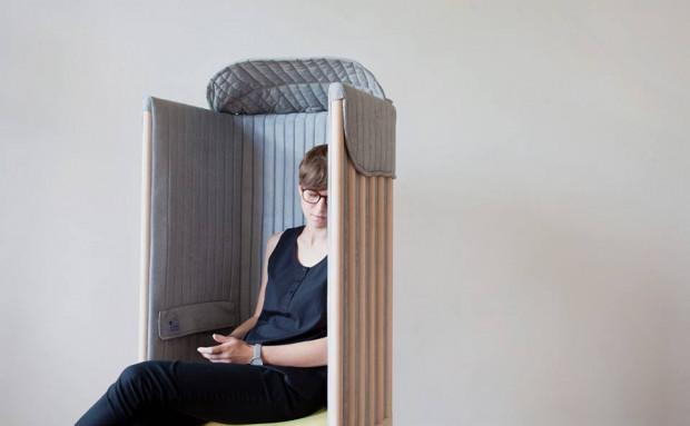 Meble odcinające użytkownika od świata online to jeden z projektów prezentowanych na wystawie w PPNT.