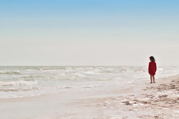 Dziecko na plaży może tak zatracić się w zabawie, że zapomni o bożym świecie. Dla rodzica to zawsze problem, któremu na szczęście może przeciwdziałać.