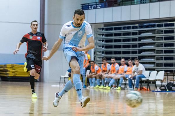 Wojciech Pawicki na kilka miesięcy będzie musiał ograniczyć się w AZS UG jedynie do roli szkoleniowca. Futsalista na skutek wypadku w domu, poważnie uszkodził oko.