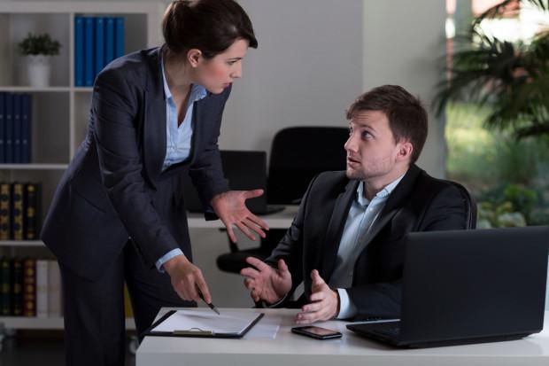 W pierwszej kolejności wskazać należy, że w przeciwieństwie do umowy o pracę, zlecenie nie wymaga formy pisemnej.