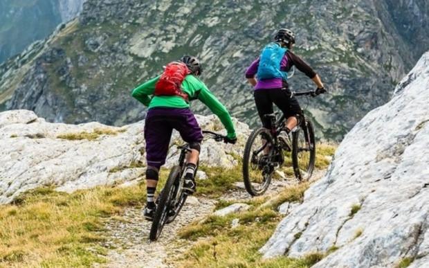 dadc9f5c990b0 Plecak rowerowy idealnie sprawdza się na krótkich wypadach m.in. w górach