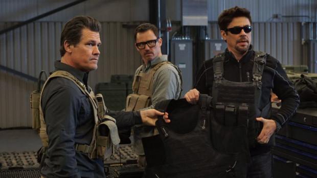 Matt (Josh Brolin) i Alejandro (Benicio del Toro) kolejny raz ruszają na amerykańsko-meksykańską granicę. W tajnej misji chcą skłócić ze sobą kartele zajmujące się handlem ludźmi. Ambitny plan napotyka jednak na liczne przeszkody, a bohaterowie muszą radzić sobie na własną rękę.