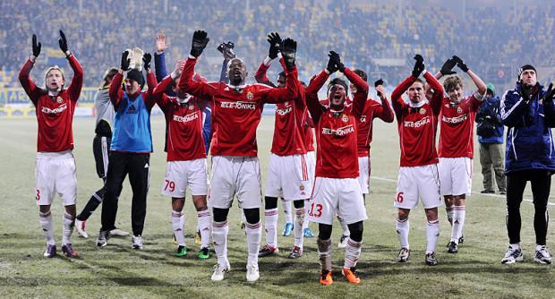 Piłkarze Wisły po raz trzeci z rzędu wygrali w Gdyni 1:0. W poprzednim sezonie żółto-niebiescy przegrali po samobójczym golu Adriana Mrowca, a w 2009 roku jedyną bramkę strzelił Brazylijczyk Marcelo.