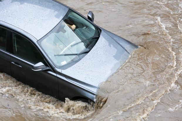 Lista elementów narażonych na defekt po zalaniu auta jest bardzo długa, a to, w jakim stopniu samochód zostanie uszkodzony zależy od wielu czynników.