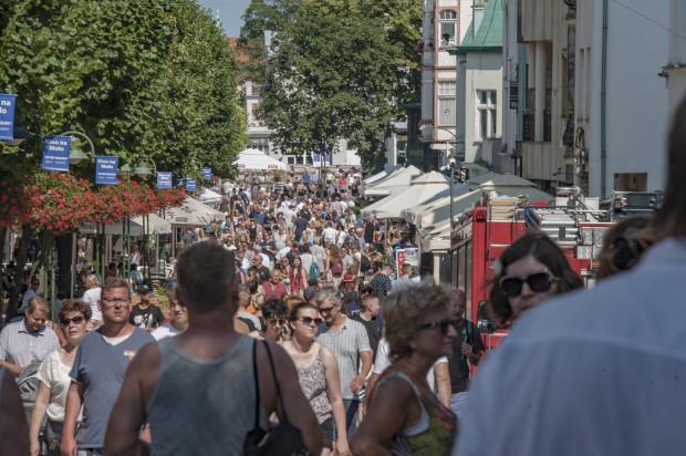 Tego lata turyści tłumniej odwiedzają Trójmiasto niż rok wcześniej.