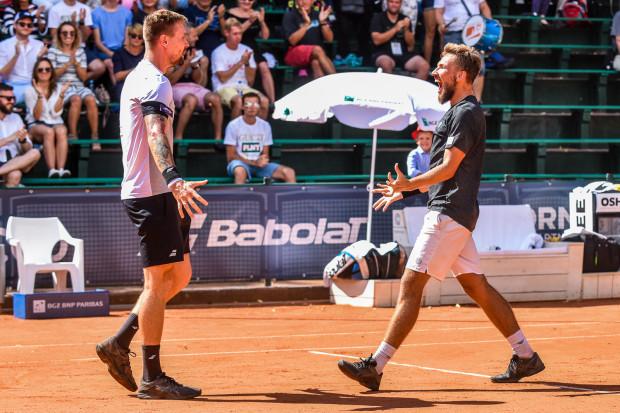 Mateusz Kowalczyk (z lewej) i Szymon Walków (z prawej) czyli najlepsi debliści Sopot Open.
