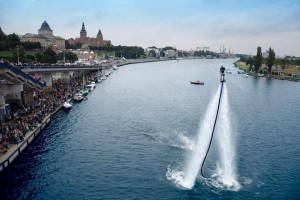 Tak może wyglądać sierpniowa impreza nad Motławą. Na zdjęciu ubiegłoroczna edycja Water Show w Szczecinie.