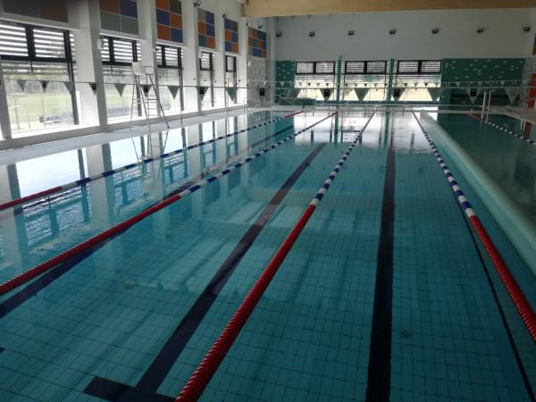 Niedawno przy Smoleńskiej na Oruni otwarto nowy basen, gdzie wstęp kosztuje 5 zł za godzinę.