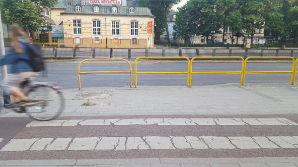 Choć prezydent KW Adamowicza deklaruje udogodnienia dla pieszych, nie podaje się nawet terminów odtworzenia przejścia przy Teatrze Miniatura we Wrzeszczu.