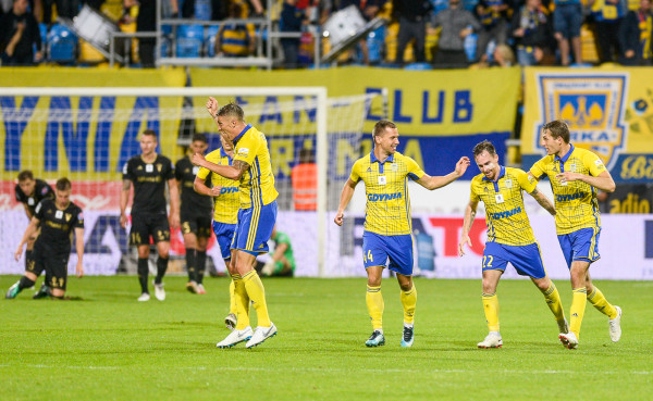 Michał Janota (drugi z prawej) był autorem pierwszego gola Arki w tym sezonie ekstraklasy. Gdynianie czekali na niego prawie cztery spotkania. Tak się złożyło, że była to bramka na wagę punktu przeciwko Górnikowi.